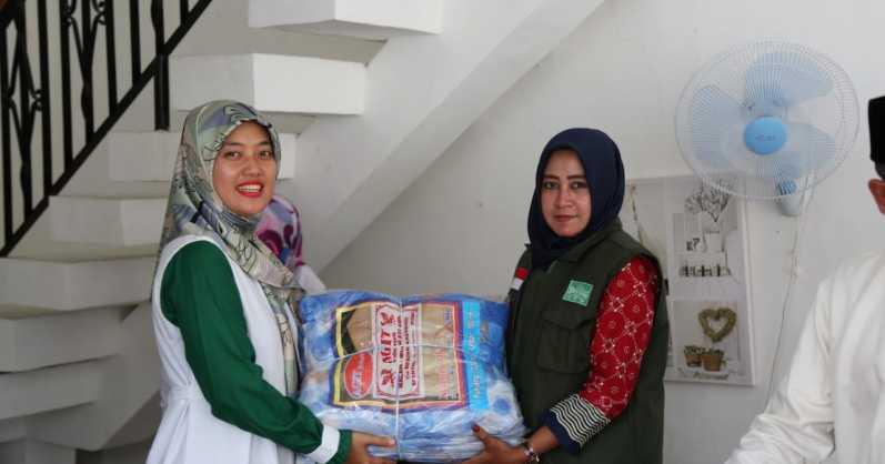 Lagi, Bupati Lampung Timur Serahkan Bantuan kepada Korban Tsunami