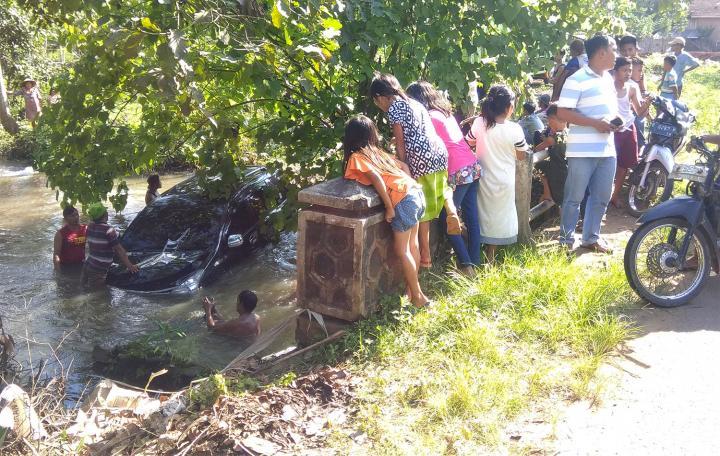 Sopir Mengantuk, Minibus di Lampung Timur Terjun ke Sungai
