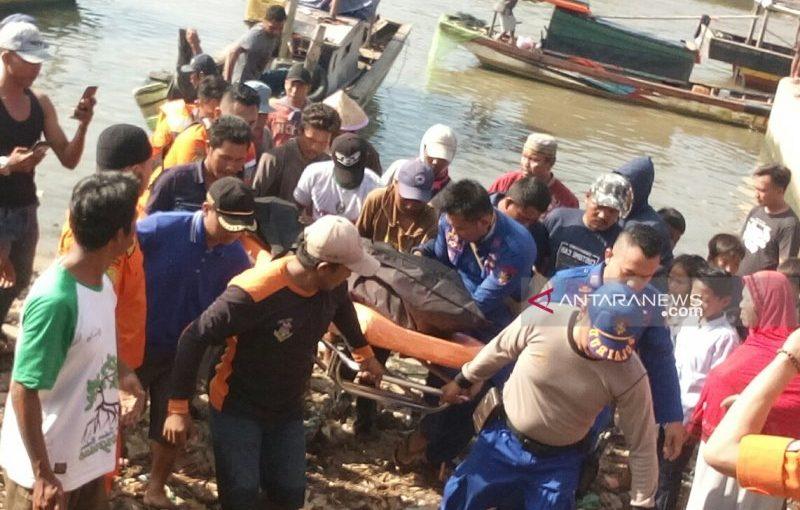 Camat Labuhan Maringgai berikan santunan kepada keluarga nelayan