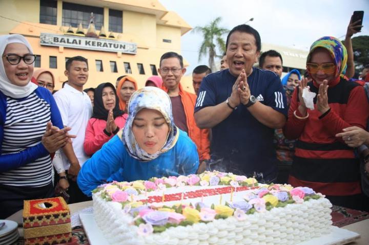 Hari Ini Wagub Lampung Nunik Genap Berusia 36 Tahun