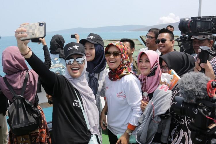 Wagub Chusnunia dan Wisatawan Ramaikan Trip Krakatau