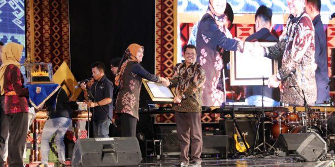 Wagub Nunik Resmi Tutup FLS2 N