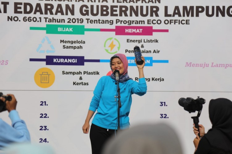 Nunik Terapkan Program Eco Office di Semua Lini