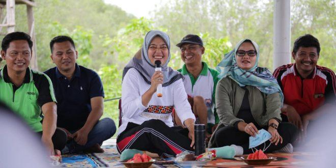 Wagub Chusnunia Lakukan Penanaman Mangrove di Pantai Mutiara Lampung Timur